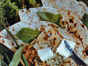 Kutabs with green and cottage cheese